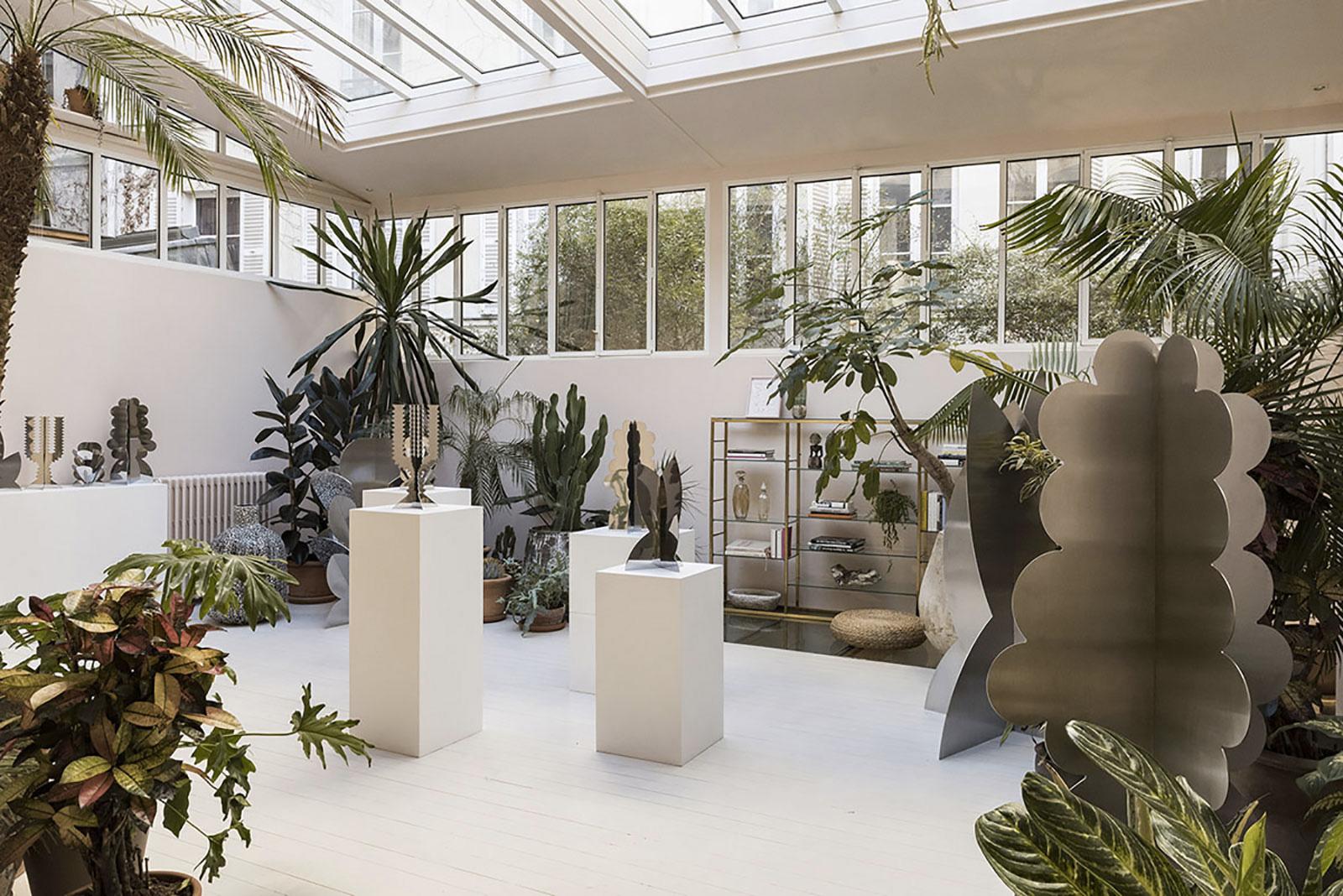 the villa rose unveils a futuristic garden in paris trendland. Black Bedroom Furniture Sets. Home Design Ideas