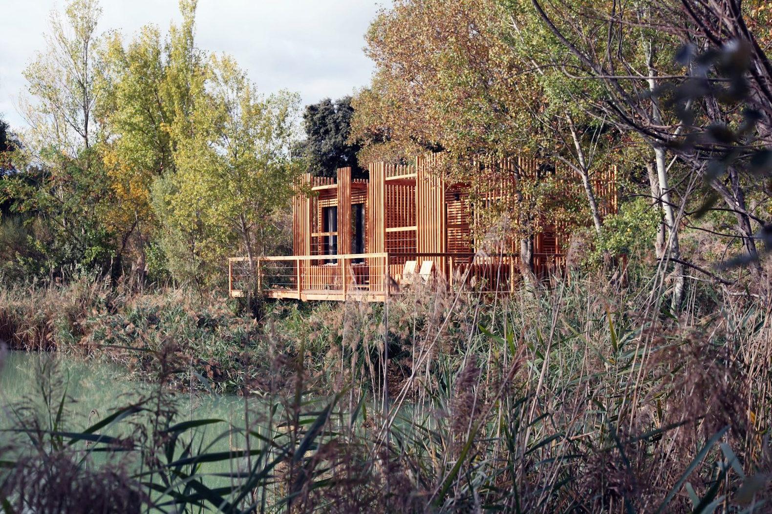 the floating cabins of the 39 cabanes des grands cepages. Black Bedroom Furniture Sets. Home Design Ideas