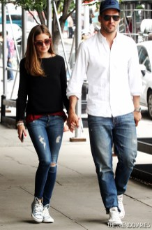 olivia-palermo-style-fashion-look-outfits-2013-sneakers-converse-johannes-huebl-1