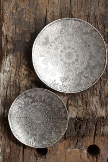 set-of-two-little-etched-iron-dishes-32480-p[ekm]335x502[ekm]