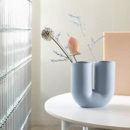 kink-vase-pigmented-porcelain-muuto