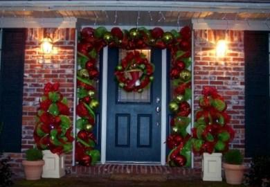 Easy Christmas Door Decorating