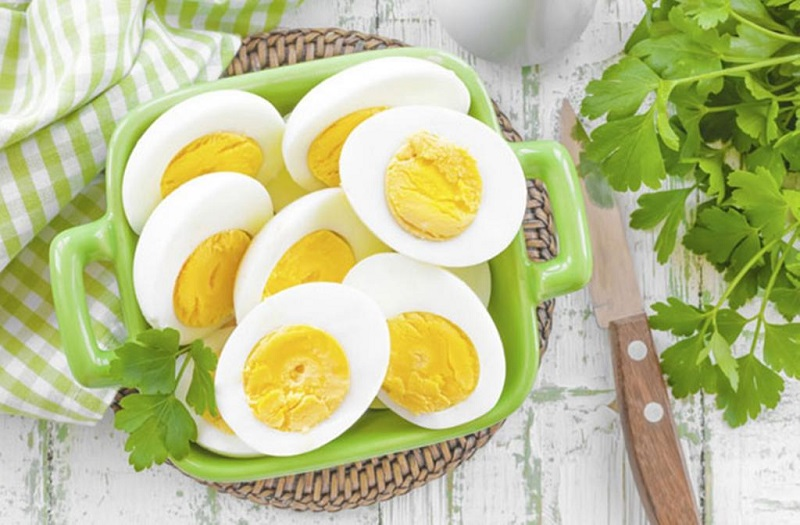 Eggs, don't believe the false myths: they don't make you fat