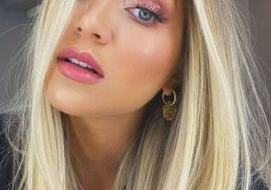 Modern Look of Blonde Hair Color for Medium Hair
