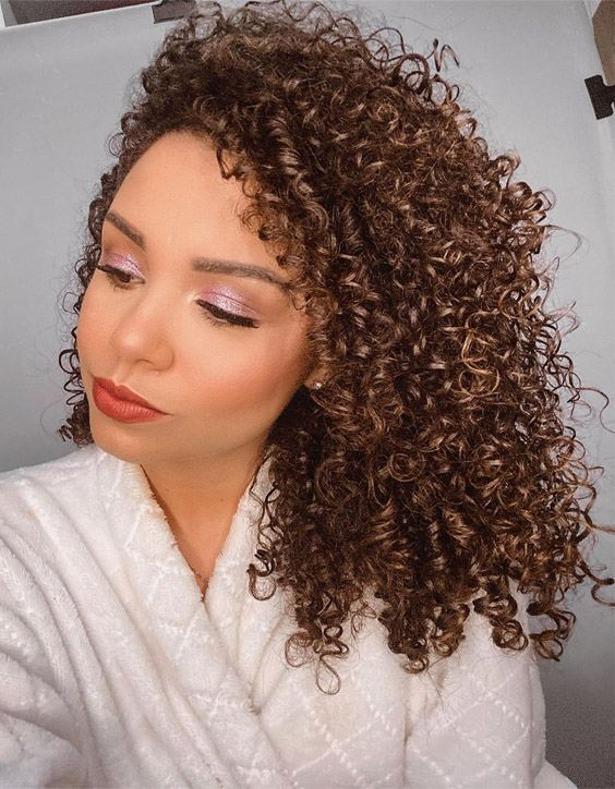 Brilliant Curly Hairstyles for Medium Hair to wear Now