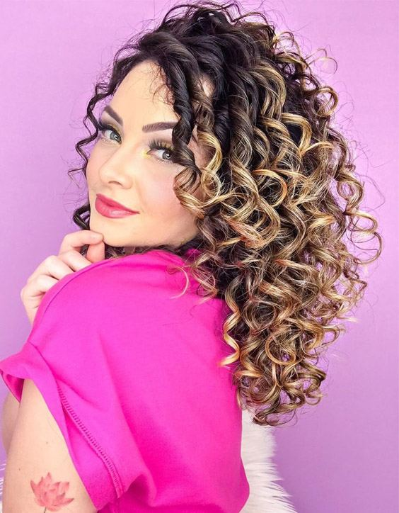 Most Stylish Look of Curly Haircuts for Young Girls
