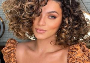 Awesome Style of Short Curly Hair to Copy Now