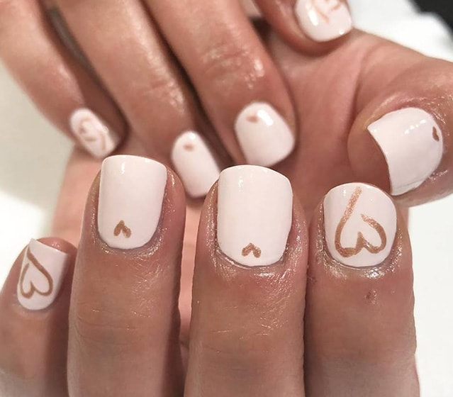 12-25 Romantic Heart Nails Designs
