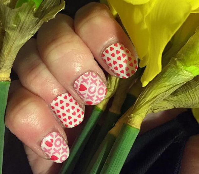 13-25 Romantic Heart Nails Designs