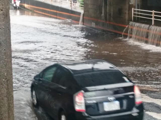 高槻市・寝屋川市で地震のせいで地割れで水が噴き出す被害が続出!