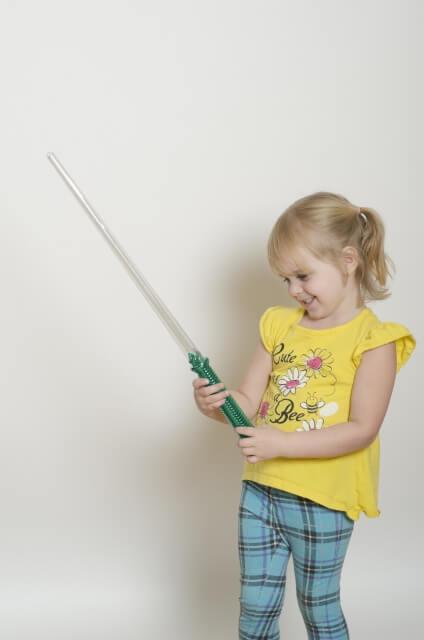 【スウェーデン】1500年前バイキング時代の剣を8歳の女の子が発見!