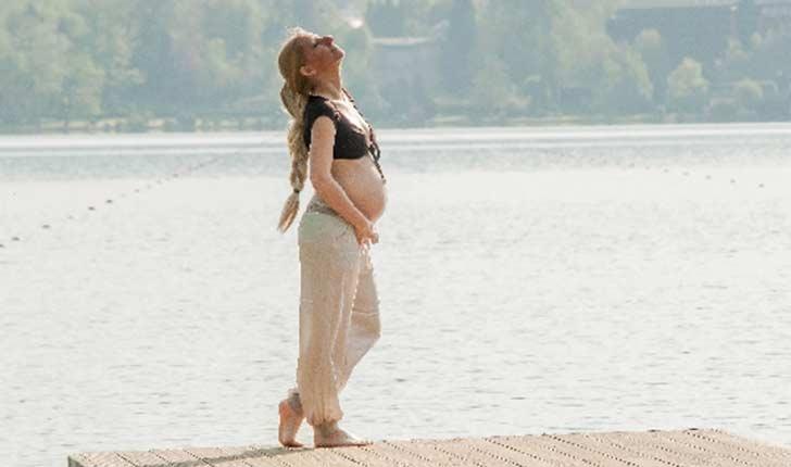 産後や妊娠中にお腹の毛が濃くなった!毛深くなる理由は?