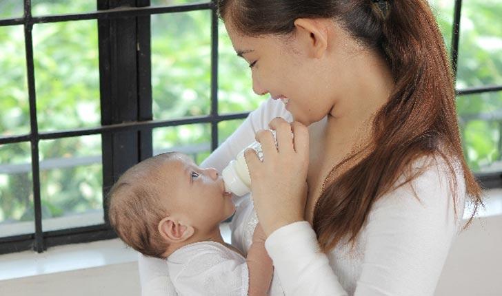忙しいママさんの強い味方!粉ミルクを簡単に作る方法はコレ!