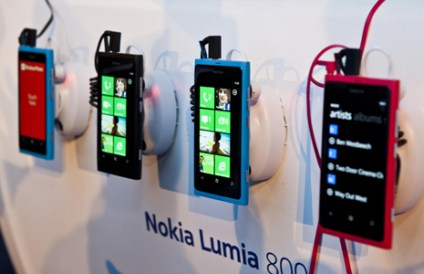 Row-of-Nokia-Lumia-800s1