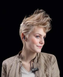 Jabra_CLIPPER_Lifestyle_Female (1)