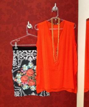 Trendy Store_Blusa coral e saia estampada