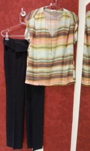 Trendy Store_Blusa estampada e calça social preta