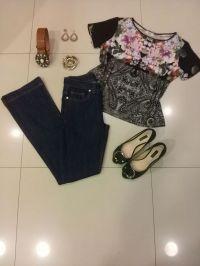 Trendy Store_Flare jeans e blusa com estampa em florarl dark