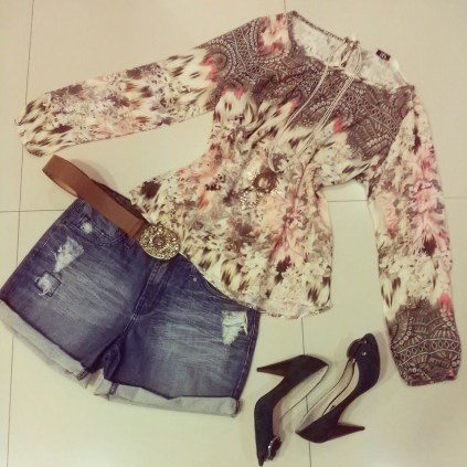 Trendy Store_Bata estampa exclusiva e shorts jeans