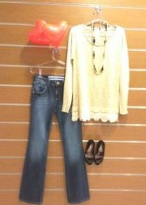 Trendy Store_Tricô dourado e flare jeans