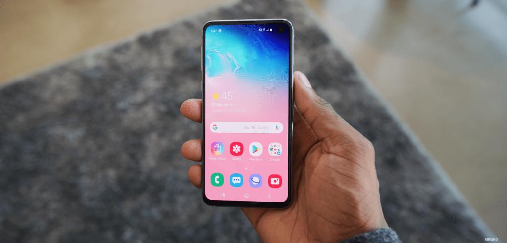 Trendy Techz Samsung Galaxy S10e Hands on image