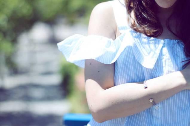 look-sencillo-low-cost-económico-camiseta-hombros-aire-falda-larga-trendytwo-trendy-two-carmen-marta-gemelas-7