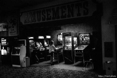 video arcade at Dublin Bowl on league night.
