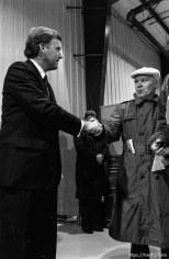 Vice President Dan Quayle shakes Daily Herald reporter Pat Christian's hand.
