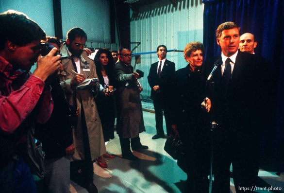 Jeff Allred photographing Vice President Dan Quayle