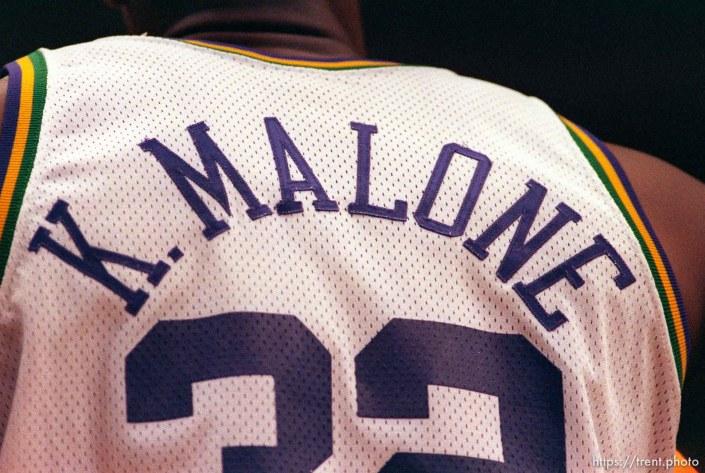Karl Malone's back at Utah Jazz vs. Philadelphia 76ers.