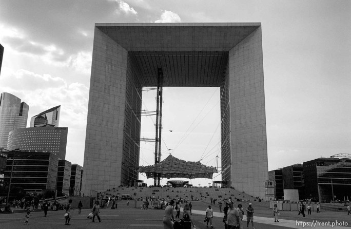 Grande Arch, Defense Arch