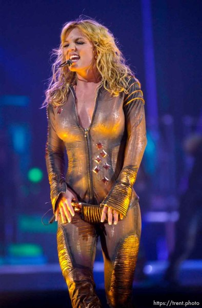 Britney Spears performs at the Delta Center. 11/13/2001, 9:25:04 PM