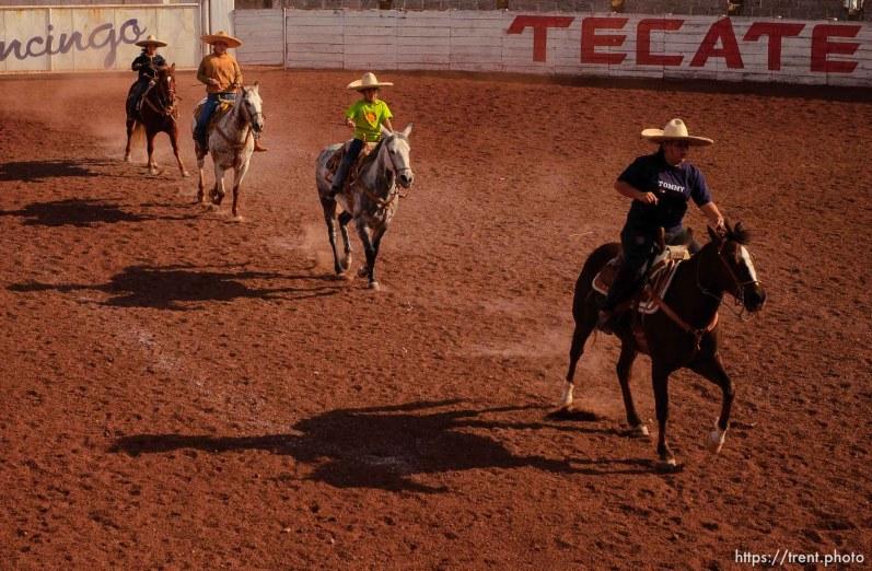 horse caballo arena; 12.05.2004
