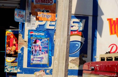 street scenes, tiles, shot from the car in Tulancingo; 12.05.2004