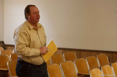 Washington County Sheriff Kirk Smith visits Hildale City Council Meeting. , 3.14.2006 Isaac Wyler.