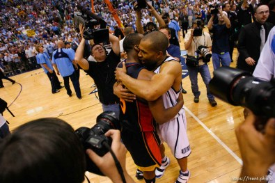 Salt Lake City - Golden State Warriors guard Baron Davis (5, left) and Utah Jazz guard Derek Fisher (2) embrace on the court following the Jazz victory. Utah Jazz vs. Golden State Warriors, NBA Playoff basketball, Game 5, at EnergySolutions Arena.