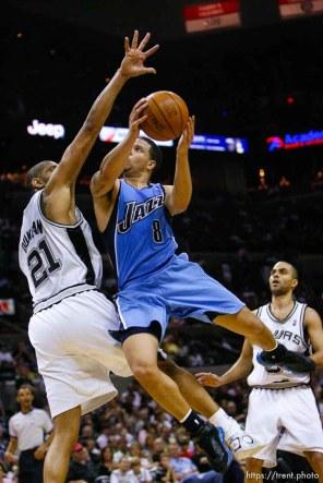 San Antonio - Utah Jazz guard Deron Williams (8) drives to the basket, San Antonio Spurs forward Tim Duncan (21) defending. Utah Jazz vs. San Antonio Spurs, NBA basketball, Western Conference Finals Game One. 5.20.2007