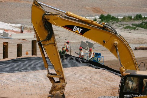 Farmington - Utah Governor Jon Huntsman took a tour of the progress of construction on the Legacy Parkway Wednesday afternoon.