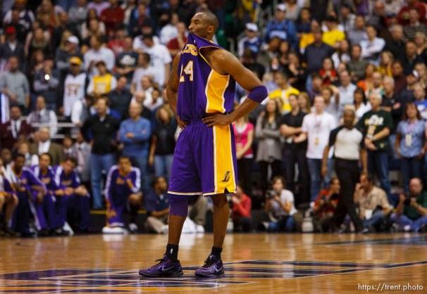 Trent Nelson | The Salt Lake Tribune Utah Jazz vs. Los Angeles Lakers, NBA basketball Friday, November 26, 2010 at EnergySolutions Arena. Los Angeles Lakers guard Kobe Bryant (24)