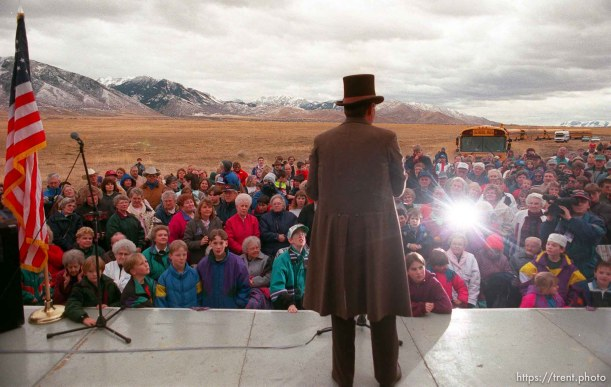 Governor Mike Leavitt adresses crowd as part of the Governor's Centennial Train
