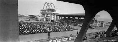 LDS prophet Gordon B. Hinckley speaks to 6,500 people in Independence Square.