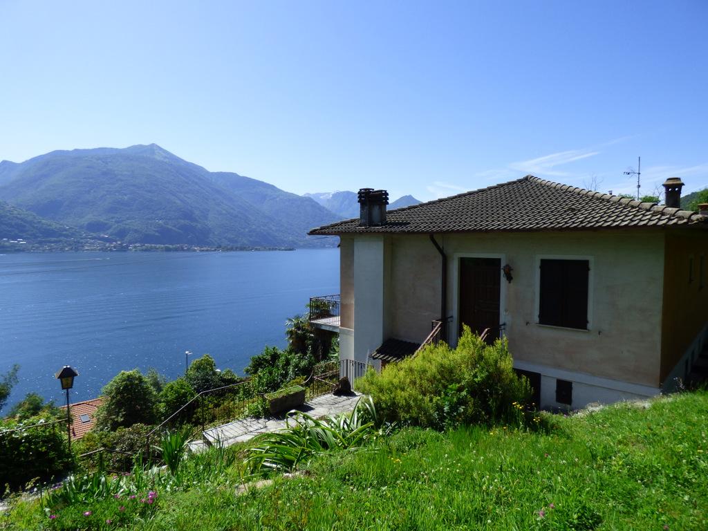 Casa Cremia con giardino e vista lago bellissima e terrazzo