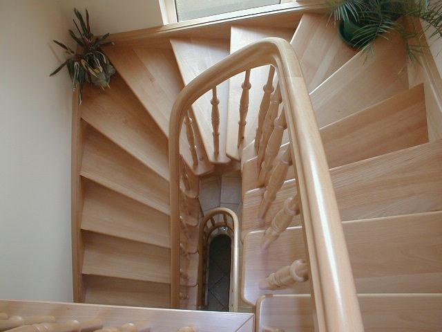 Gewendelte Treppe Fliesen | Die Besten 25+ Halbgewendelte ...
