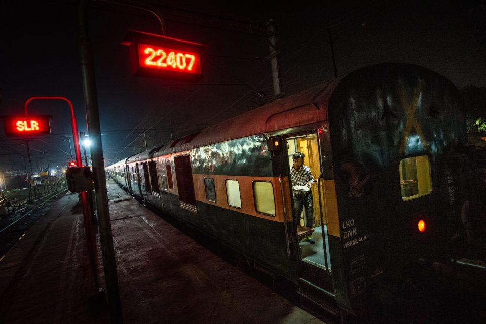 Treno in India Giulio Cesare Grandi