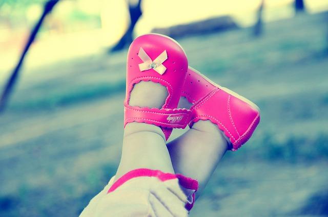 playing 1284497 640 - Cómo escoger zapatos para tu bebé