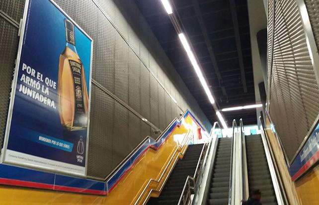 Publicidad en el Metro de Santo Domingo