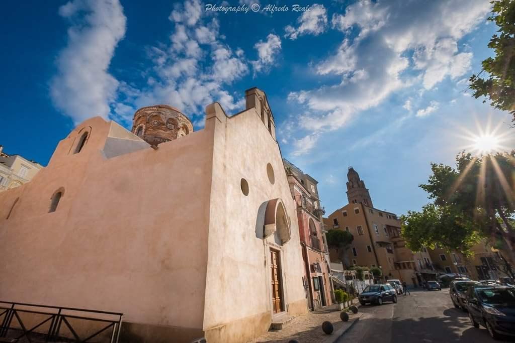 La suggestiva chiesa di San Giovanni a Mare, a Gaeta Medievale.
