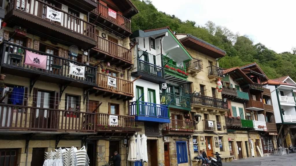 I Paesi Baschi dispongono di un universo culturale molto complesso ma fortemente peculiare che è sopravvissuto ed è stato tramandato nel tempo.