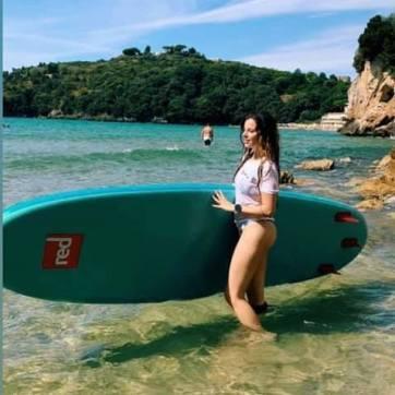 Brava Lisa! In posa da vera surfista.