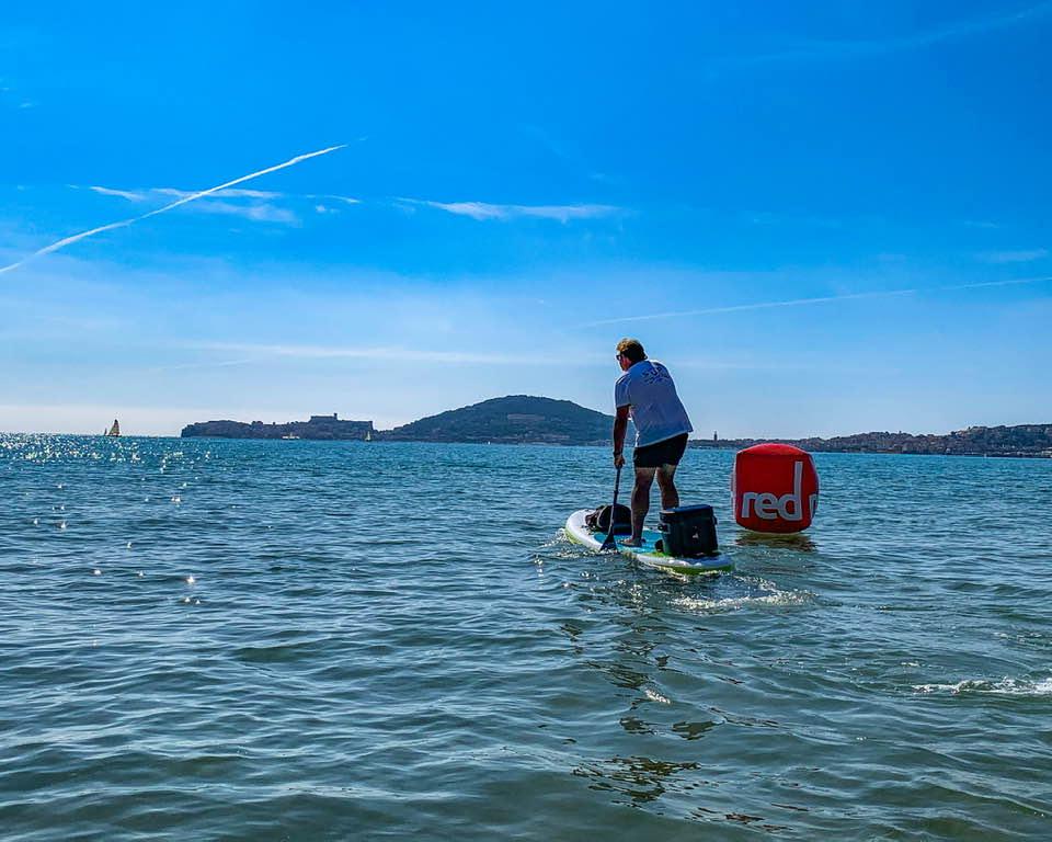 Il paddleboard è lo sport del momento, ma oltre ad essere una moda, è un vero toccasana per corpo e mente, accessibile a chiunque.